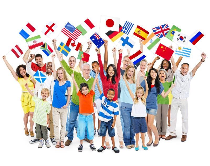 Grupo de povos misturados diversos da idade que comemoram imagens de stock