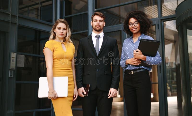 Grupo de profissionais diversos do negócio imagens de stock royalty free