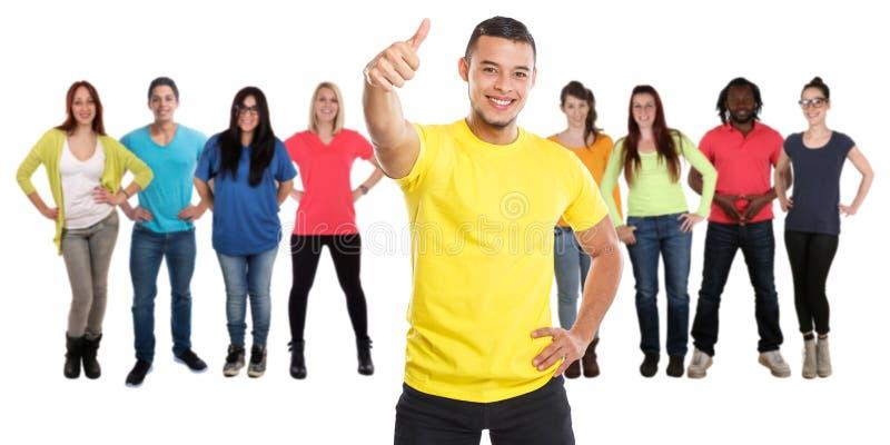 Grupo de pulgares del éxito de los amigos encima de la gente joven acertada aislada en blanco foto de archivo