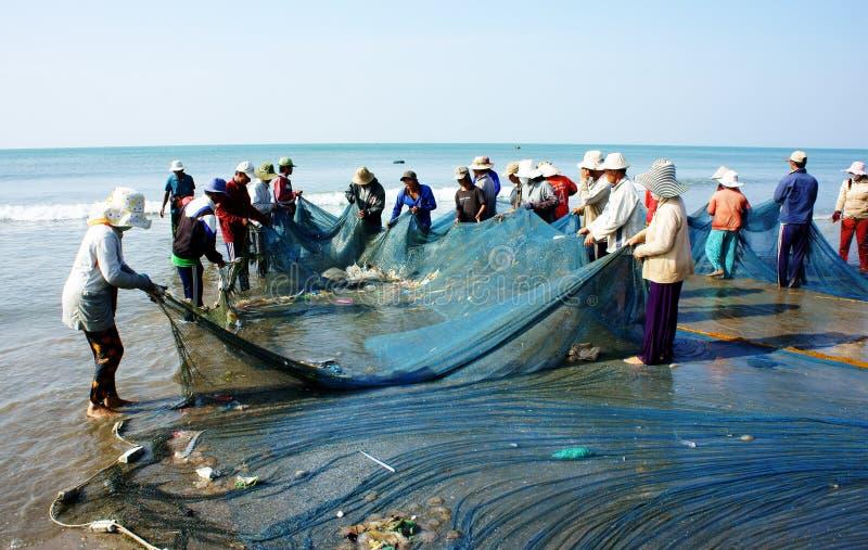 Grupo de red del tirón del pescador fotos de archivo