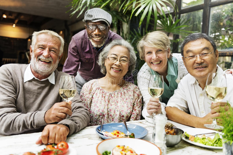 Grupo de reunião superior da aposentadoria acima do conceito da felicidade fotografia de stock