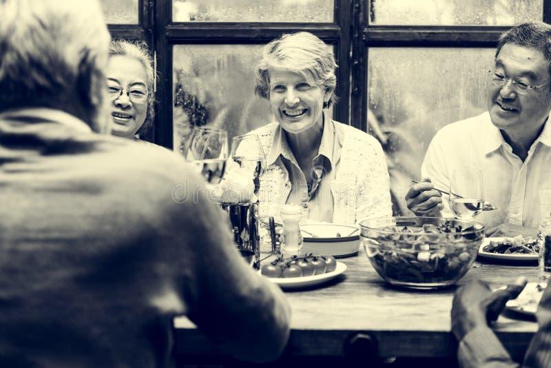 Grupo de reunião superior da aposentadoria acima do conceito da felicidade fotografia de stock royalty free