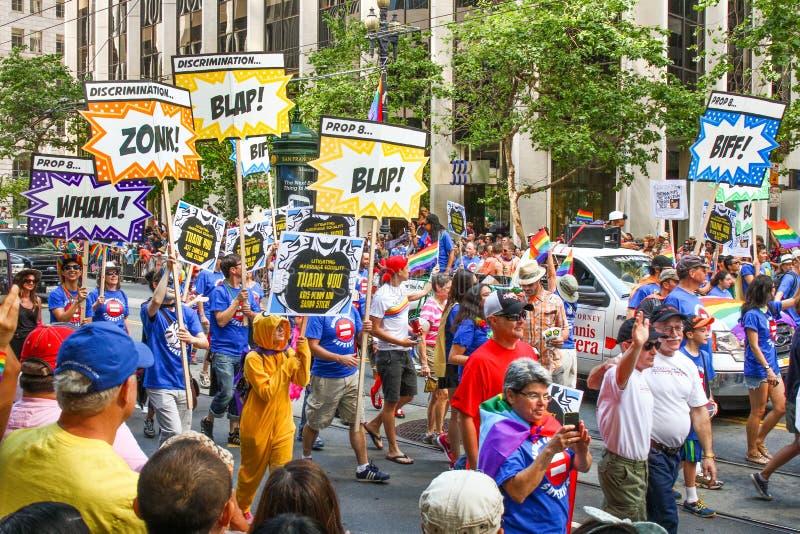 Grupo de San Francisco Pride Parade ACLU con las muestras fotos de archivo