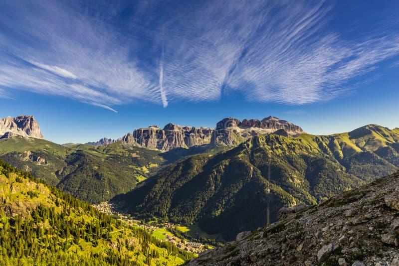 Grupo de Sella - montañas de las dolomías, Italia fotos de archivo libres de regalías