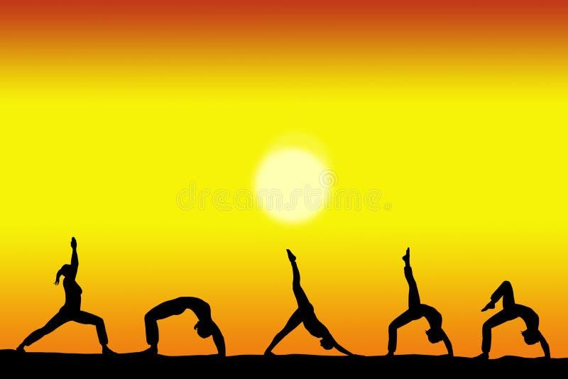 Grupo de siluetas femeninas de la yoga con una puesta del sol en el espacio del fondo y de la copia para su texto ilustración del vector