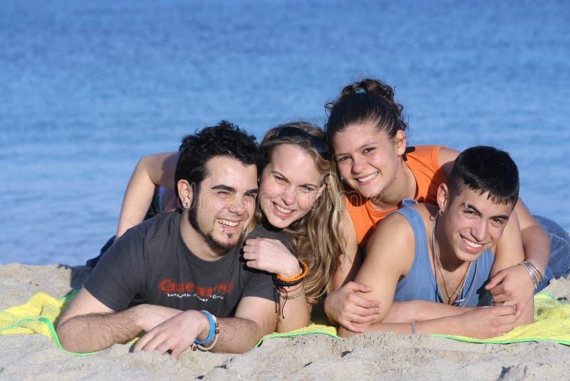 Grupo de sorriso feliz