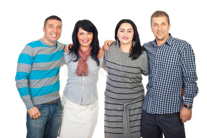 Grupo de sorriso feliz de amigos em uma linha imagem de stock royalty free