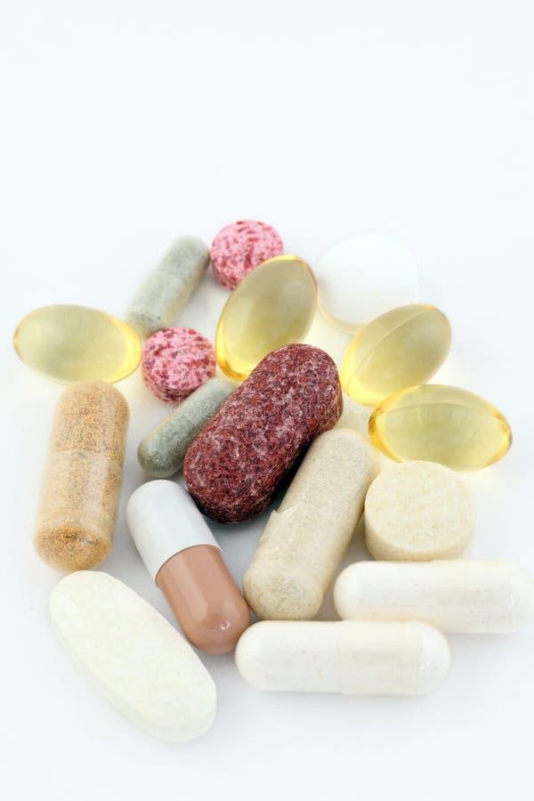 Grupo de suplementos ao alimento dos comprimidos da vitamina imagens de stock royalty free