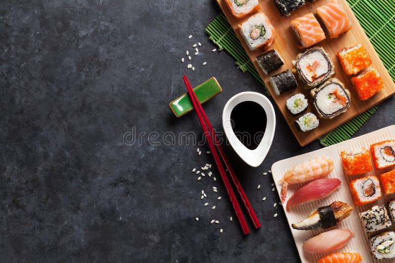 Grupo de sushi e de maki imagens de stock royalty free