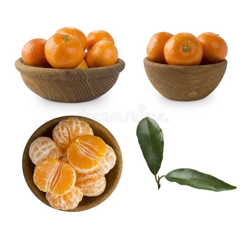 Grupo de tangerinas do frwsh isoladas no branco Os mandarino em uma bacia de madeira com espaço da cópia para o texto Tangerinas  imagens de stock royalty free