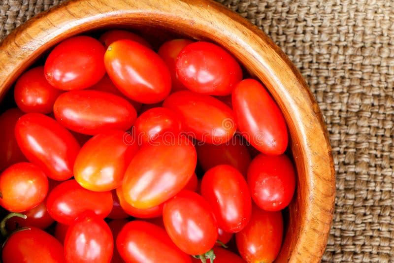 Grupo de tomates de cereza imagenes de archivo