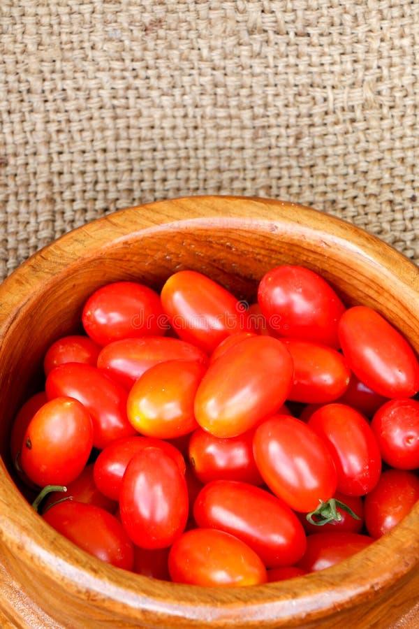 Grupo de tomates de cereza fotos de archivo libres de regalías