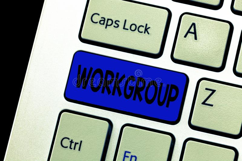 Grupo de trabalho do texto da escrita da palavra Conceito do negócio para o grupo de mostrar a quem normalmente o trabalho junto  imagens de stock royalty free