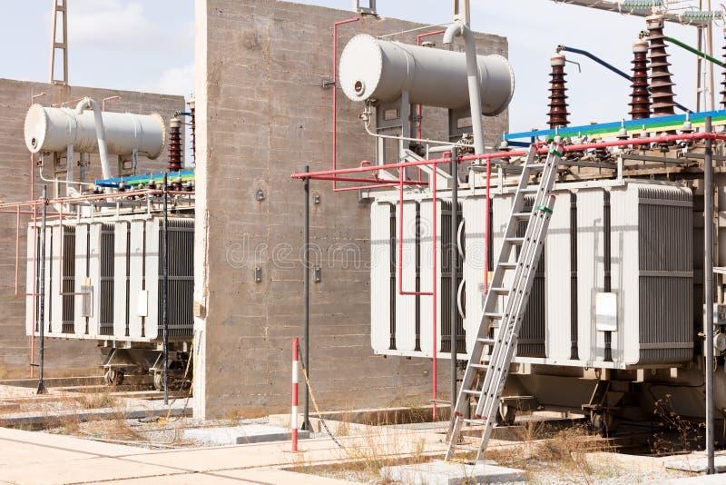 Grupo de transformadores de alto voltaje foto de archivo libre de regalías