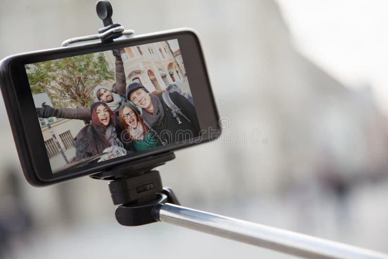 Grupo de turistas que toman Selfie fotografía de archivo libre de regalías