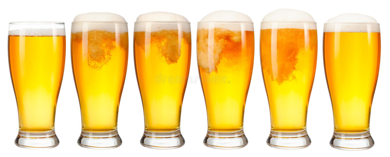 Grupo de um vidro da cerveja clara fria com a espuma isolada no fundo branco fotos de stock