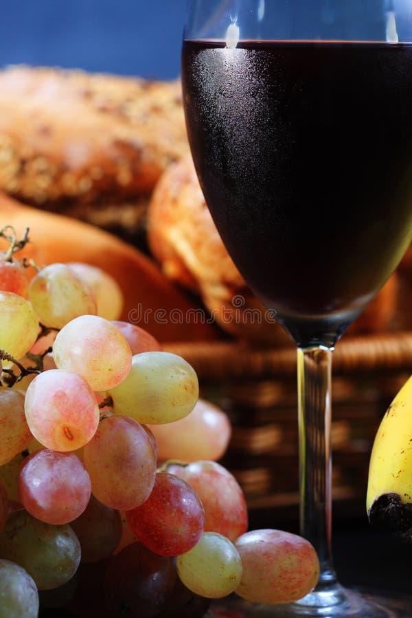 Grupo de uvas e de vinho fotografia de stock