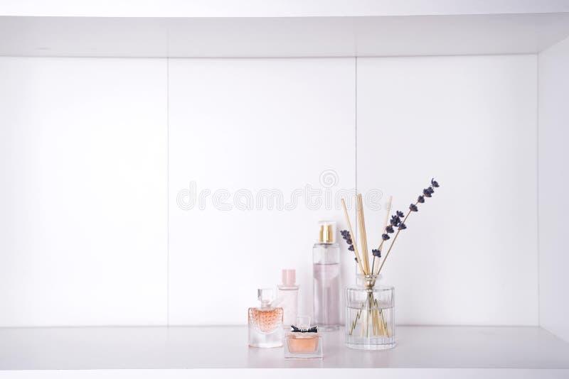 Grupo de vários perfumes da mulher foto de stock royalty free