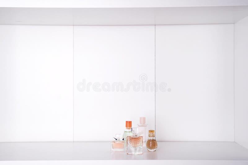 Grupo de vários perfumes da mulher imagens de stock