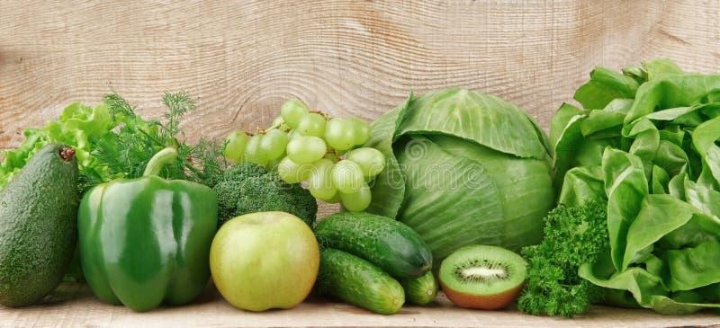 Grupo de vegetais e de frutos verdes imagem de stock royalty free