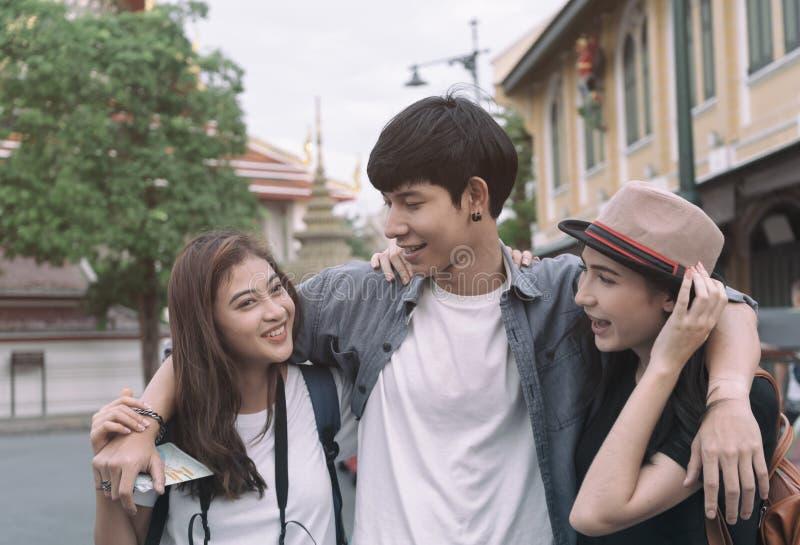 Grupo de viaje turístico en Bangkok, Tailandia foto de archivo