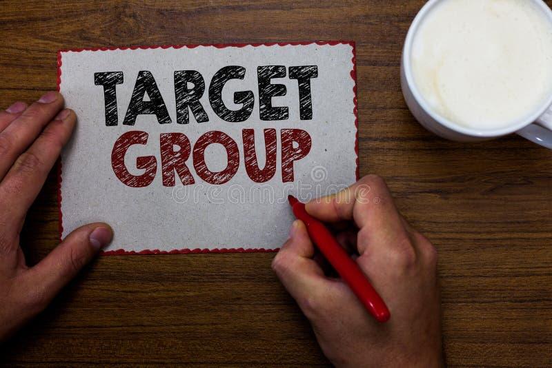 Grupo destinatario del texto de la escritura de la palabra Concepto del negocio para la gente particular que un anuncio se prepus fotografía de archivo