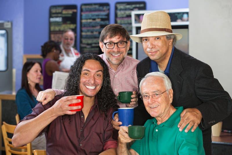 Grupo diverso con las tazas de café fotos de archivo