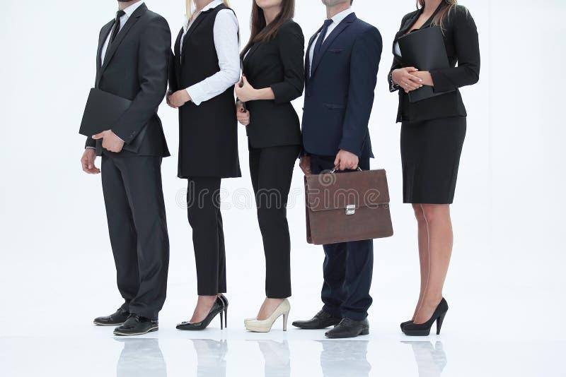 Grupo do close-up de executivos que estão em seguido Isolado no branco imagens de stock royalty free
