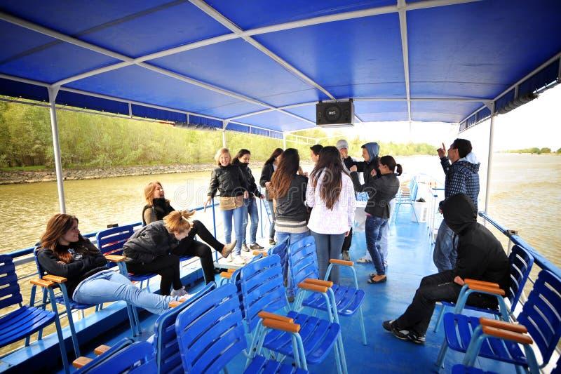Grupo do turista no delta de Danúbio imagens de stock