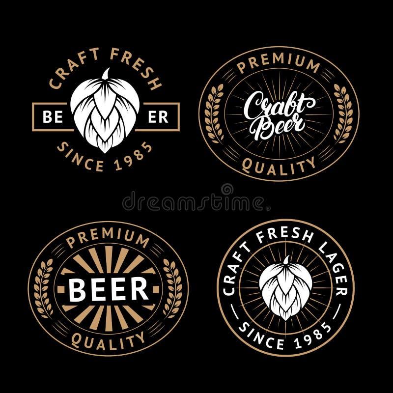 Grupo do vetor de etiquetas da cerveja no estilo retro Emblemas da cervejaria da cerveja do ofício do vintage, logotipo, etiqueta ilustração stock