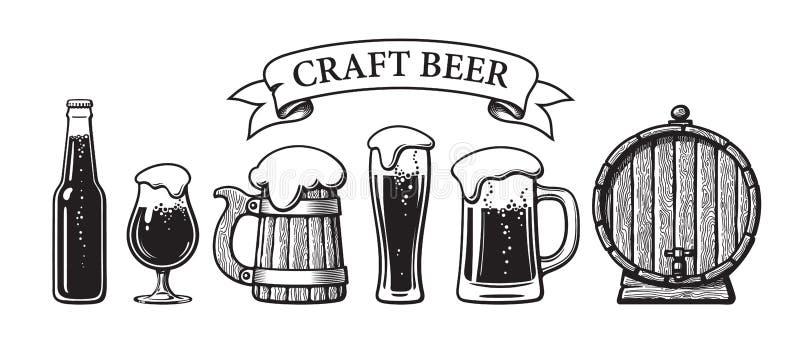 Grupo do vintage de objetos da cerveja do ofício Garrafa, vidros, caneca de madeira velha, tambor, bandeira da fita Mão tirada gr ilustração stock
