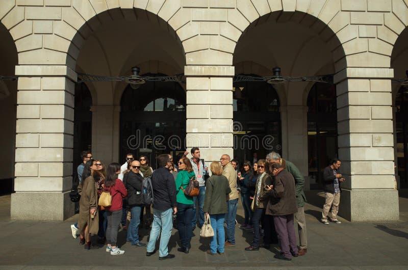Grupo e guia do turista imagem de stock royalty free