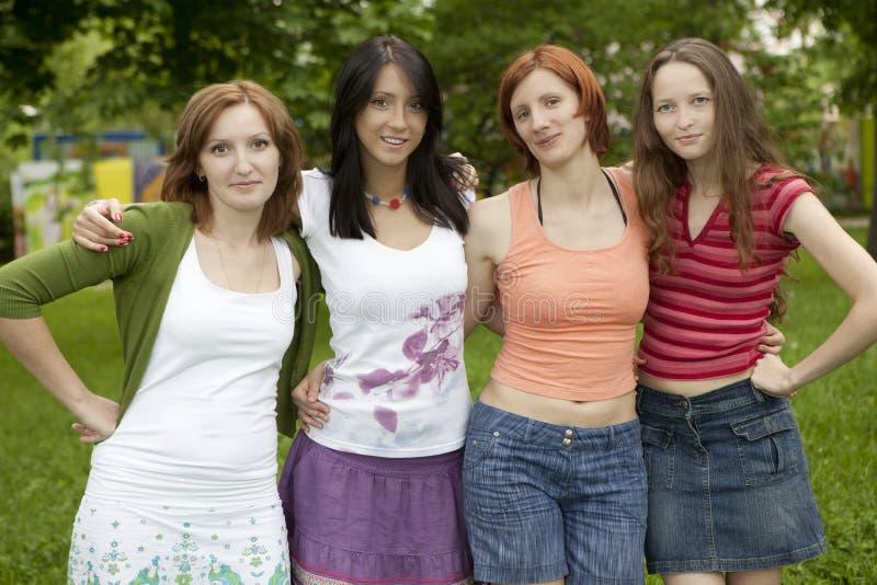 Grupo feliz de amigos fotos de stock