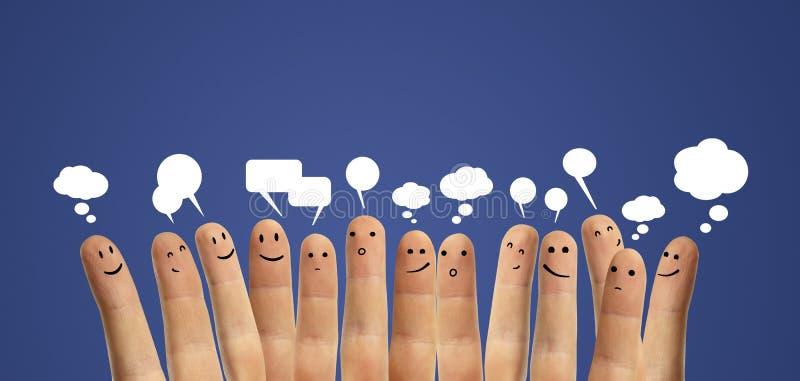Grupo feliz de dedo com sinal social do bate-papo fotos de stock royalty free