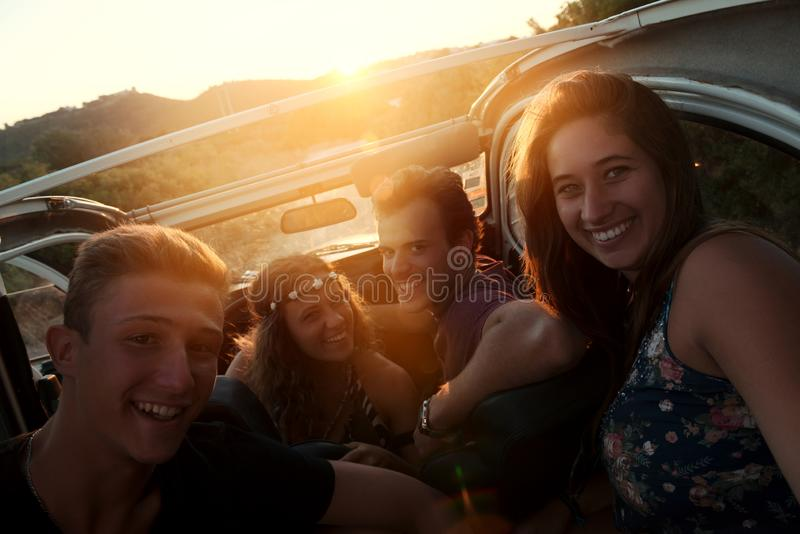 Grupo feliz el vacaciones imagen de archivo libre de regalías