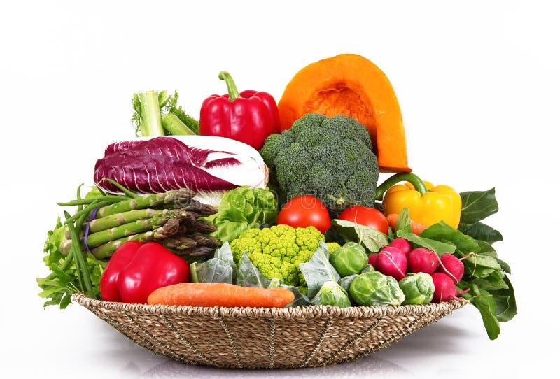 Grupo fresco de verduras en el fondo blanco imagen de archivo