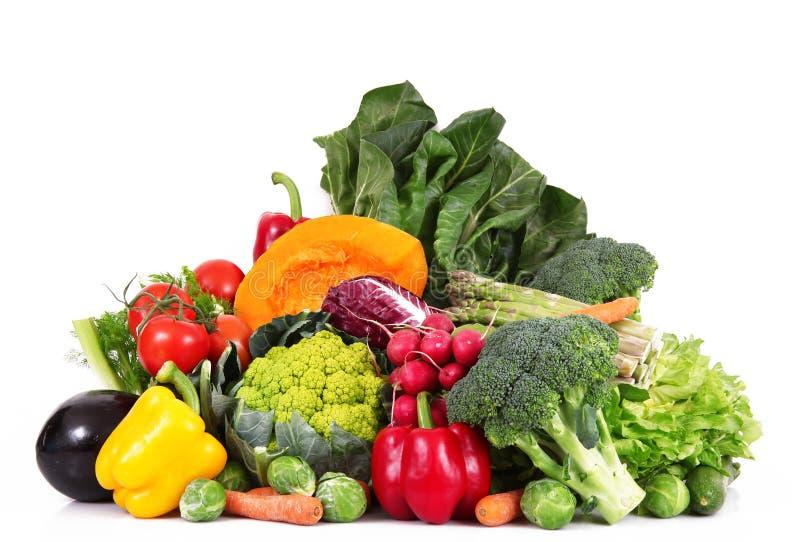 Grupo fresco de verduras en el fondo blanco fotografía de archivo