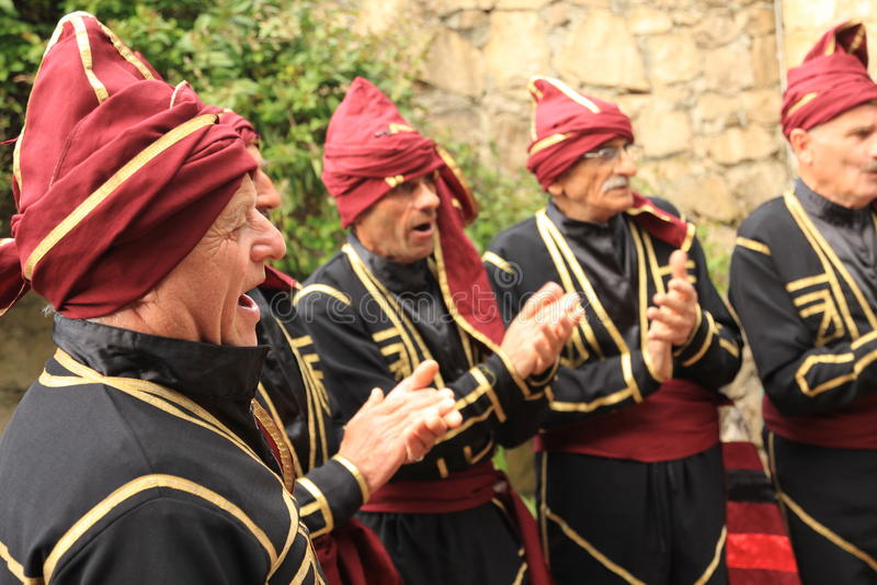 Grupo Georgian da dança popular fotos de stock