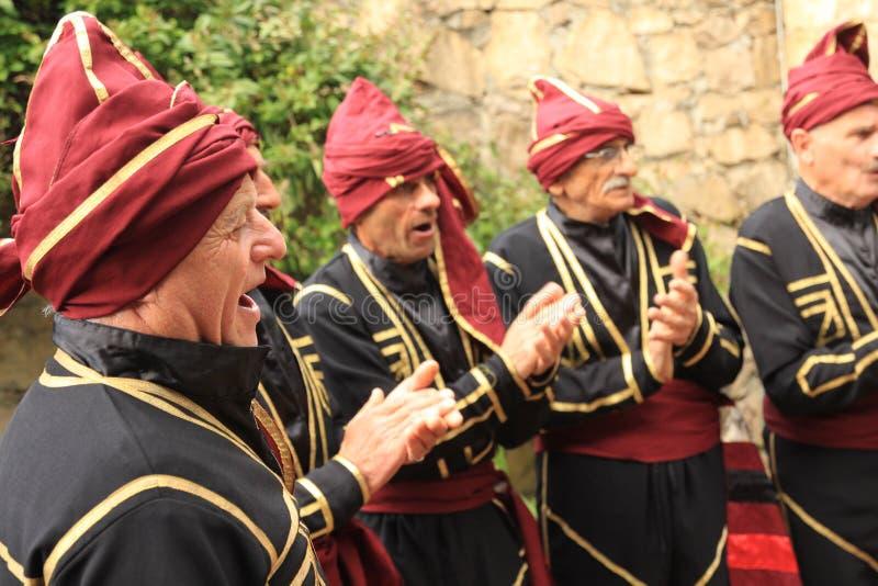 Grupo georgiano de la danza popular fotos de archivo