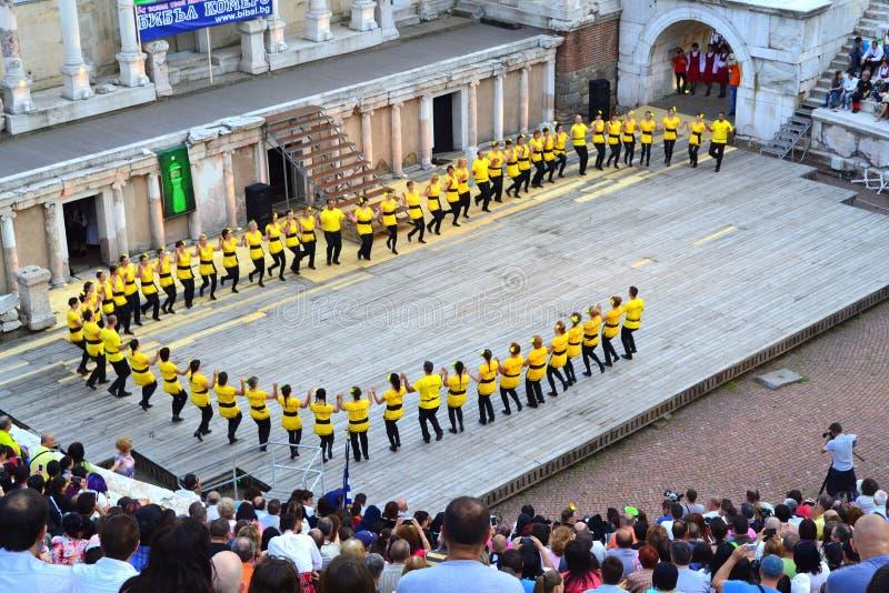Grupo grande de bailarines fotos de archivo libres de regalías