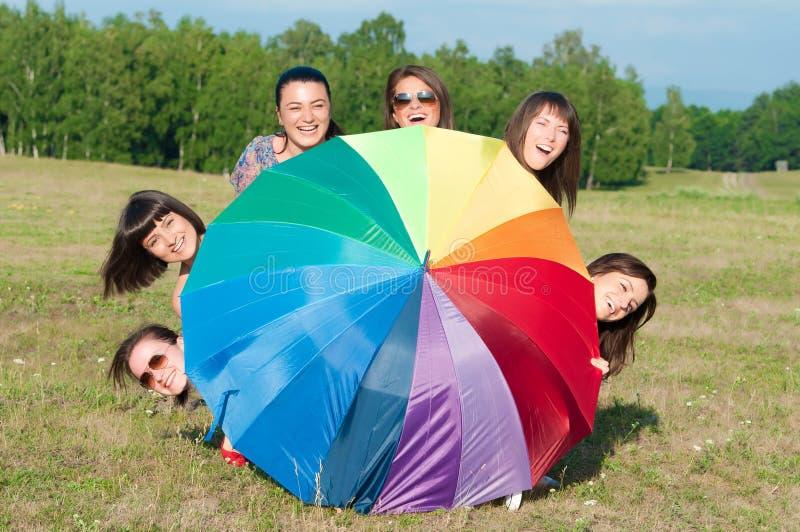Grupo grande de chicas jóvenes fotos de archivo libres de regalías