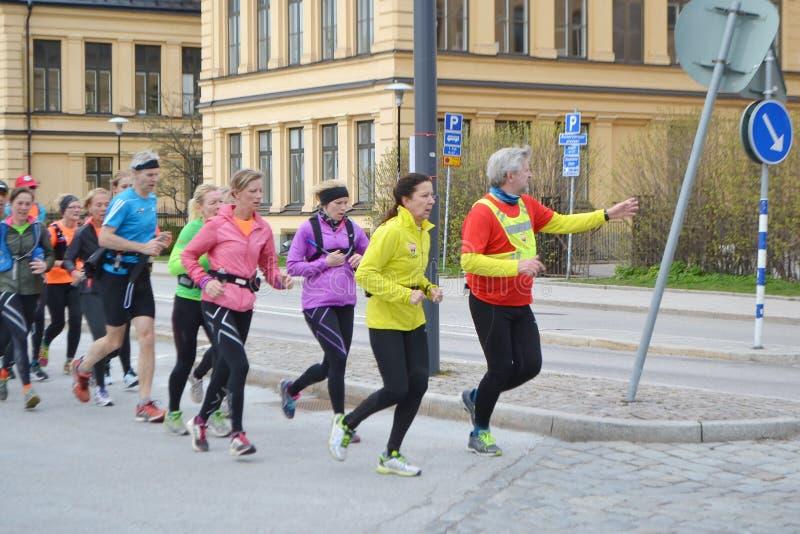 Grupo grande de corredores en la Estocolmo imagen de archivo libre de regalías