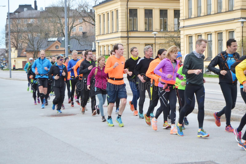 Grupo grande de corredores en la Estocolmo imágenes de archivo libres de regalías