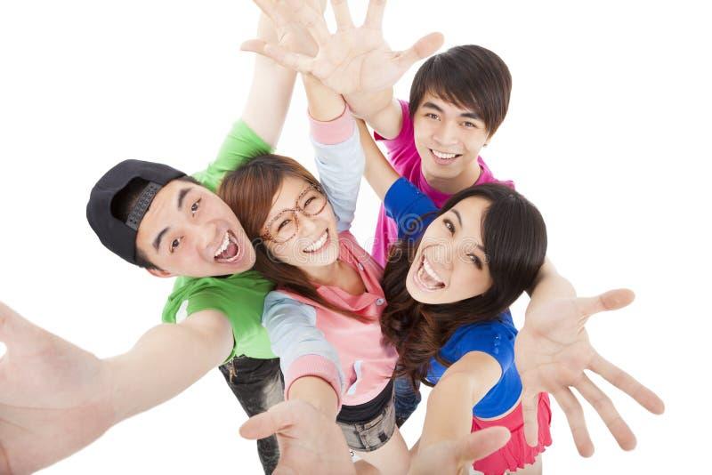 Grupo joven feliz que se divierte fotografía de archivo