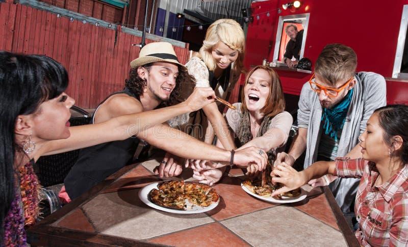 Grupo mezclado en el café móvil fotos de archivo