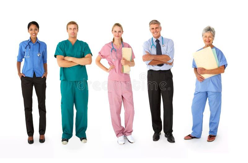 Grupo misturado de profissionais médicos fotos de stock