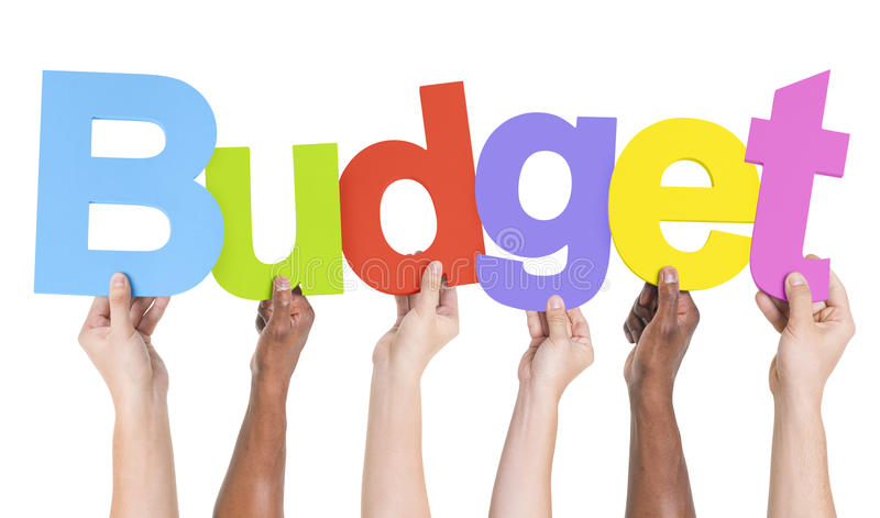 Grupo multiétnico de manos que sostienen el presupuesto fotografía de archivo