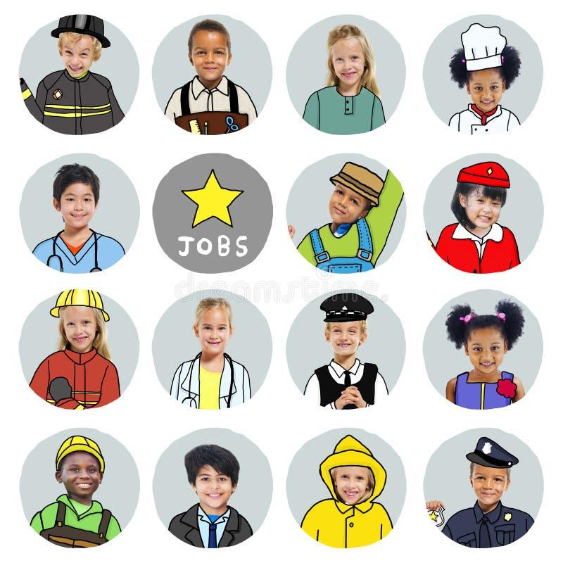 Grupo multi-étnico de crianças com conceitos de trabalhos ideais fotos de stock