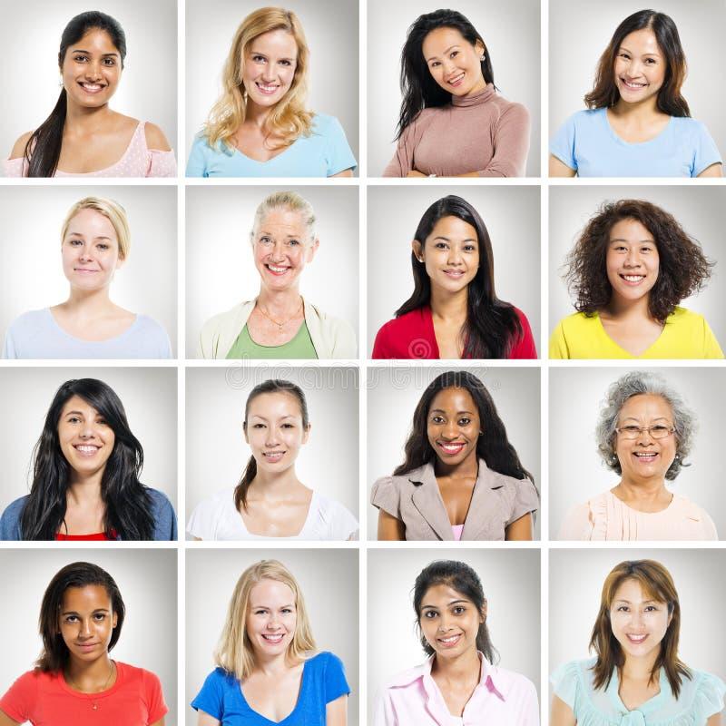 Grupo multi-Ethnics de mujeres alegres imagen de archivo
