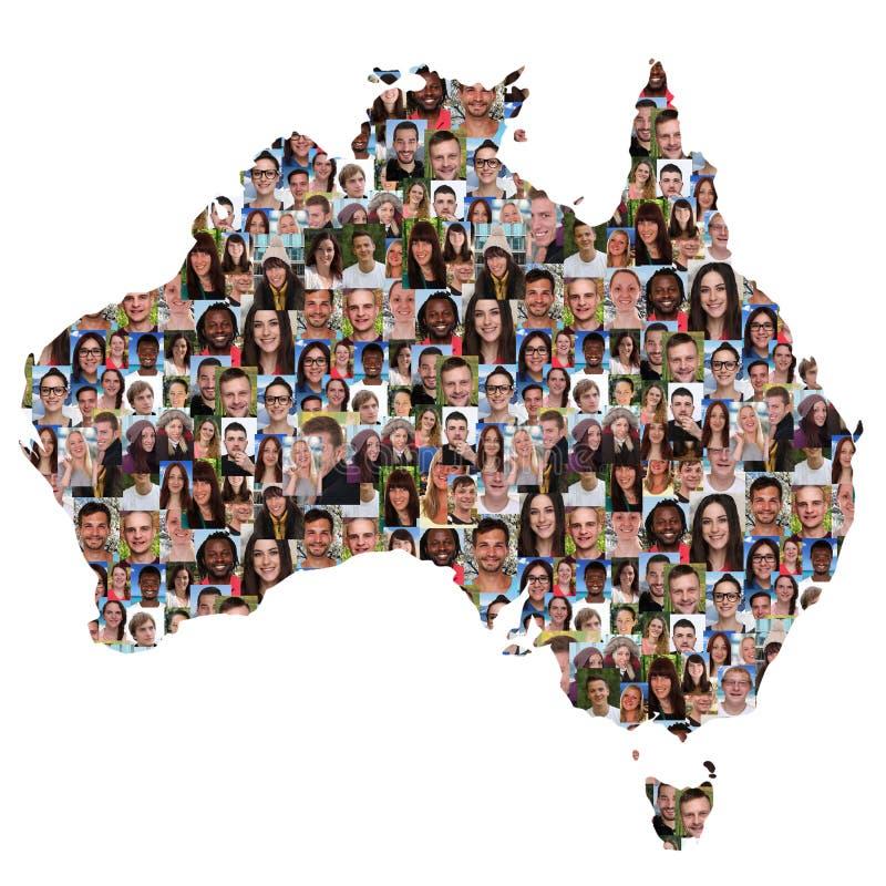 Grupo multicultural del mapa de Australia de di de la integración de la gente joven imágenes de archivo libres de regalías